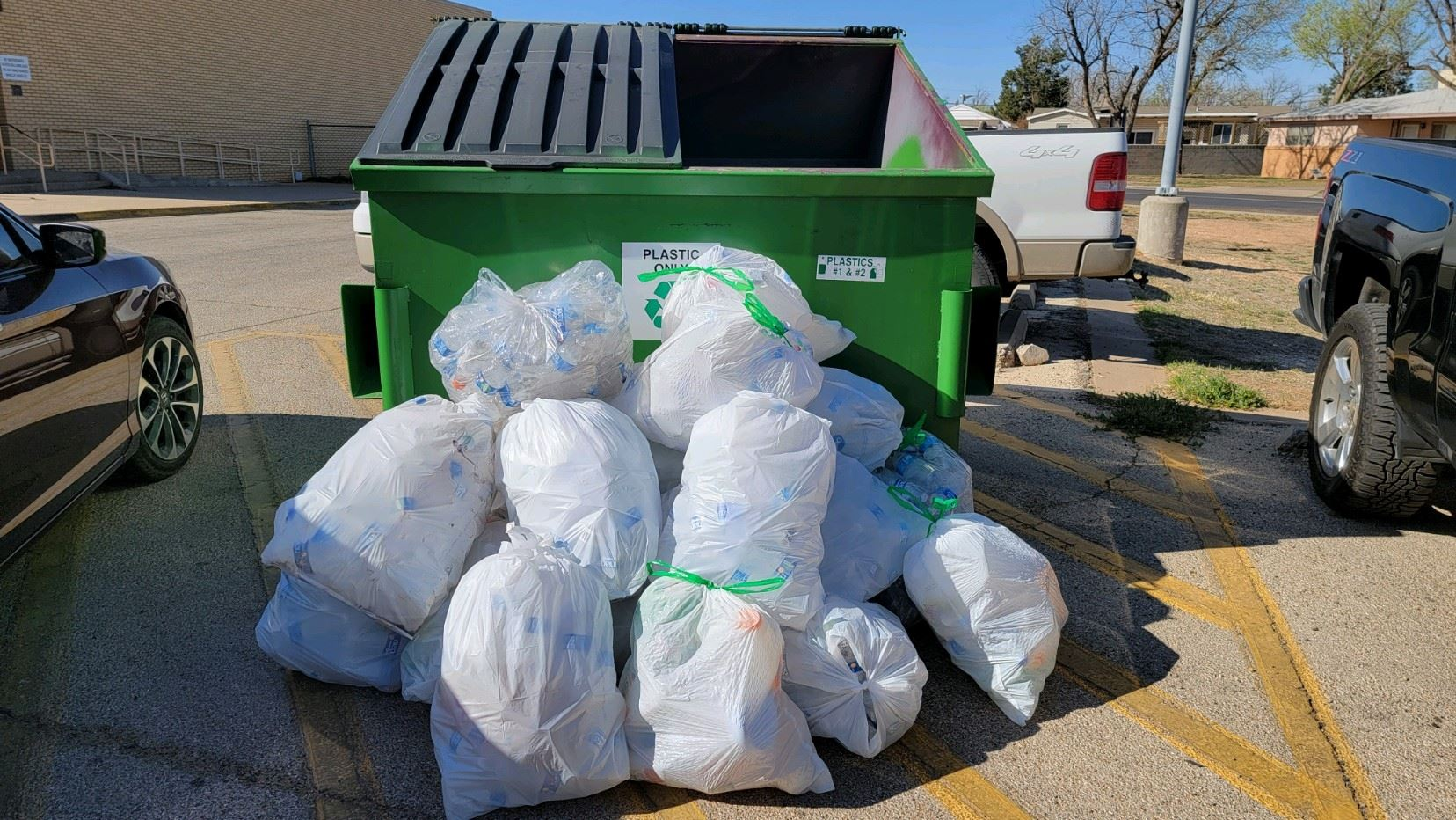 Recycling bin with bags